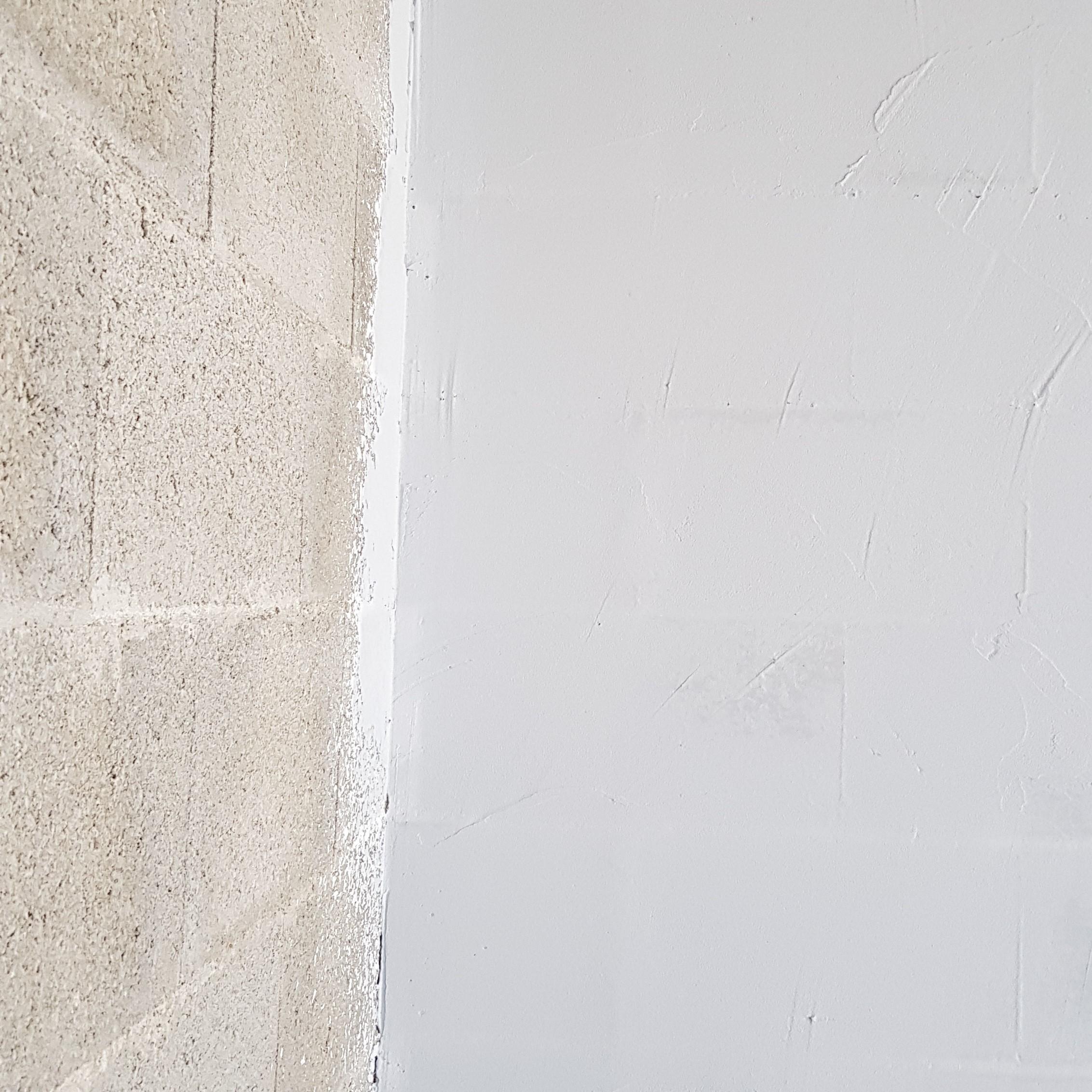 Gérer l'étanchéité à l'air d'une maison avec le système PLACOPLATRE SAINT GOBIN Aéroblue est le plus performant BOSSARD applique l'Aéroblue sur les murs du gros oeuvre pour une étanchéité parfaite BOSSARD à Moncoutant
