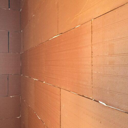 Réalisation de cloison en brique en terre cuite c'est le savoir faire BOSSARD Réalisation à l'identique d'un plafond façonné en plâtre. BOSSARD à le savoir faire de la projection du plâtre BOSSARD travaille le plâtre de façon manuel ou mécanique - En neuf ou en rénovation de patrimoine sur le secteur de l'agglo2b et limitrophe - La châtaigneraire - Chantonnay - Pouzauges - Mauléon - Cholet - Bressuire - Beaulieu - Parthenay - Coulonges - Largeasse - Chiché - Secondigny - Champdenier - L'absie - La Ronde - Moncoutant -