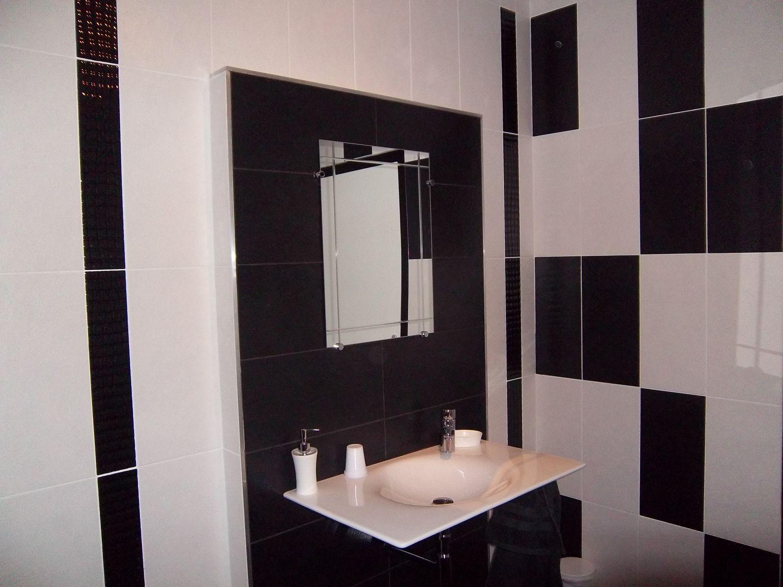 Salle de bain plafond noir Salle de bain taupe et noir